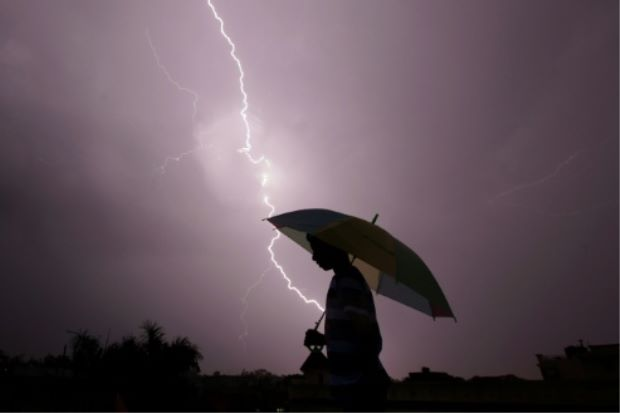 lightning-india-monsoon-afp-2206
