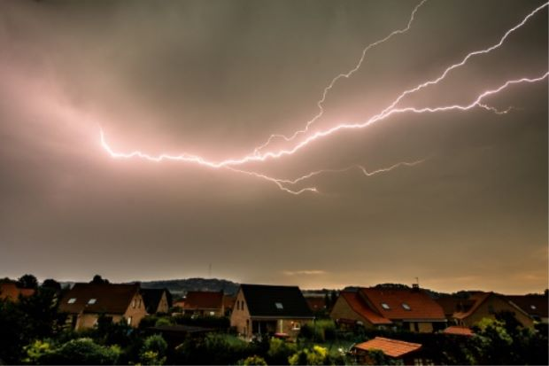 lightning-france-strike-longest-afp-1709